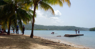 backpacking-jamaica-on-a-budget-feat_road-affair