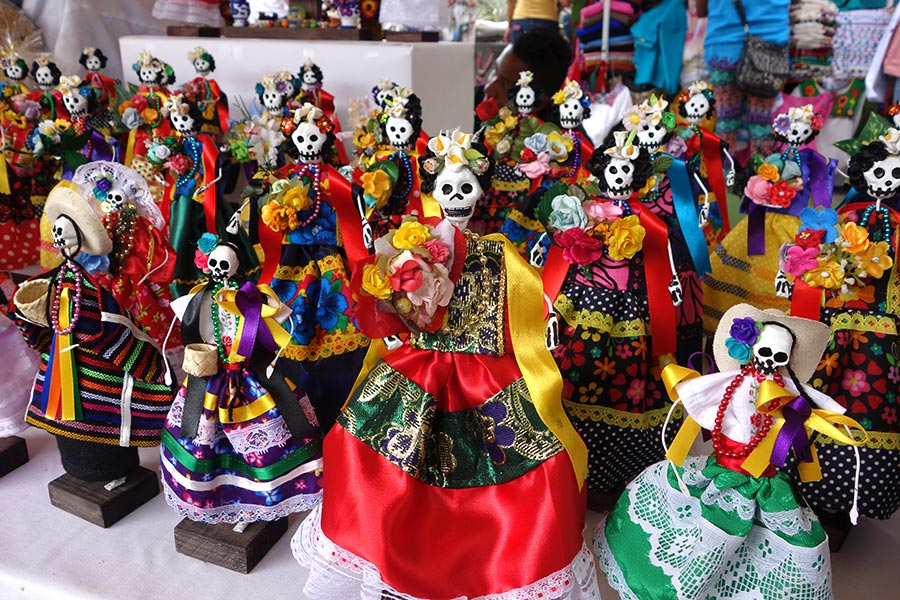 Statues of Catrina sold in Oaxaca during the Day of the Dead