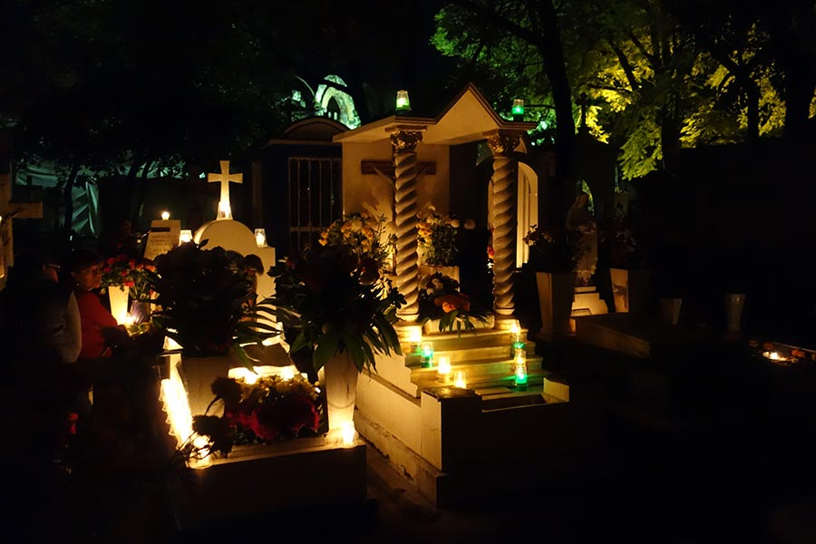 Pantelon de General Cemetery in Oaxaca during the day of the dead