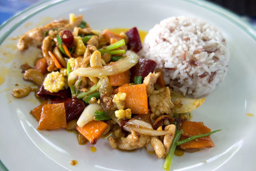 Stir Fried Chicken with Cashew Nuts (gai pad med ma muang)