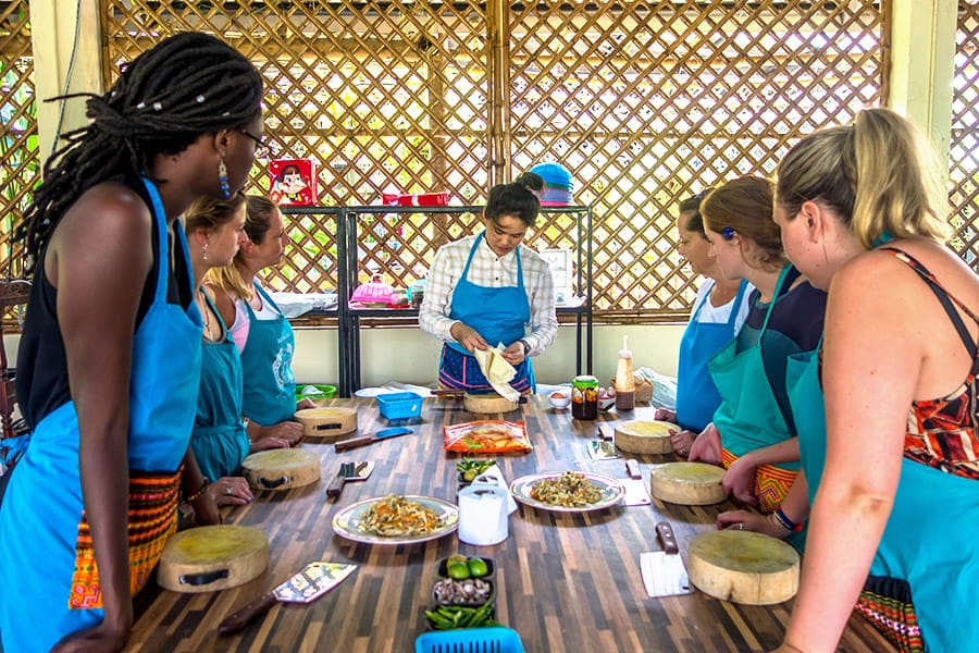 Mama Noi Thai Cookery School: Preparing Fried Spring Rolls