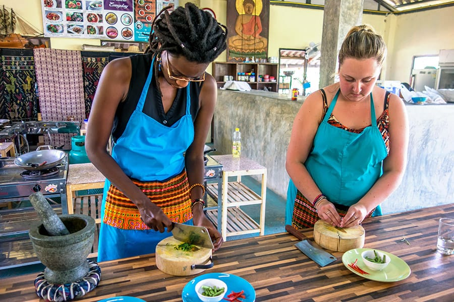 Mama Noi Thai Cookery School: Chopping Vegetable for Thai Curry