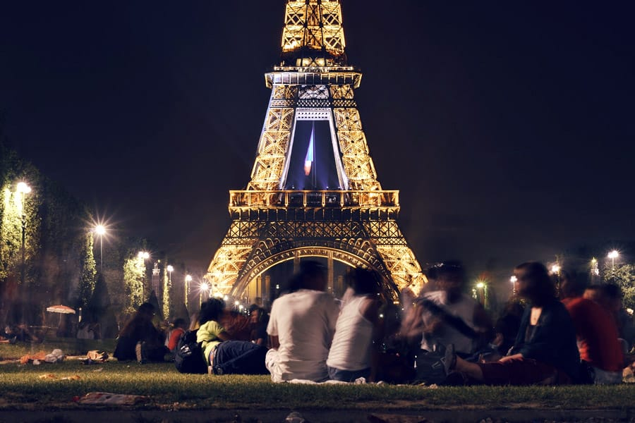Picnic in front of the Eiffel Tower in Paris