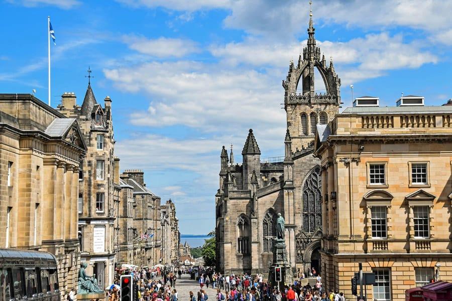 City tour through Edinburgh