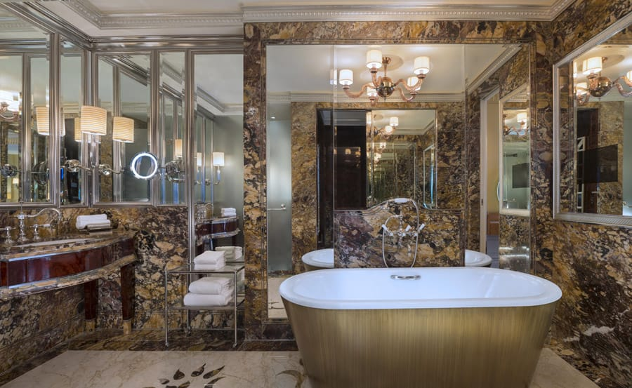 Specialty Suite Bathroom at The St Regis Singapore. Image Credit: © The St Regis Singapore