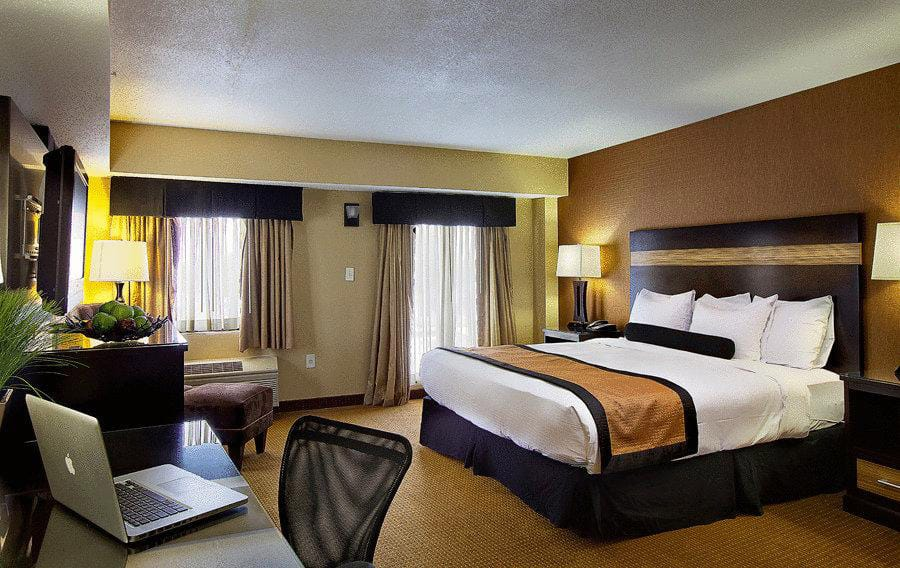 Best Hotels Near Newark Airport Featured Image
