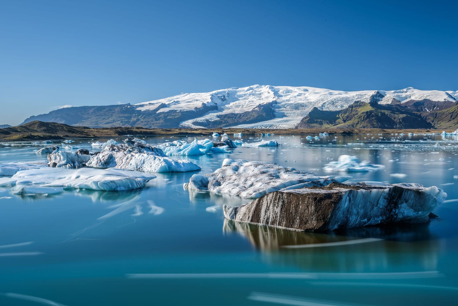 Floating icebergs in Jokulsarlon glacier lagoon, Iceland. Jokulsarlon is a glacial lake in southeast Iceland near Vatnajokull National Park.