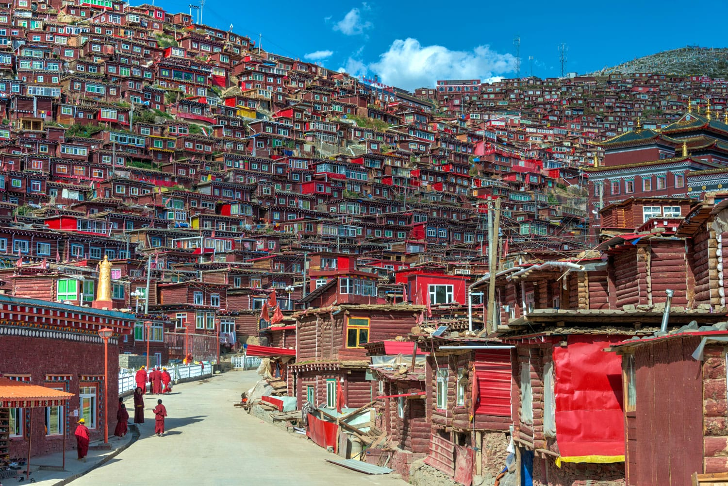 Larung Gar(Larung Five Sciences Buddhist Academy). a famous Lamasery in Seda, Sichuan, China