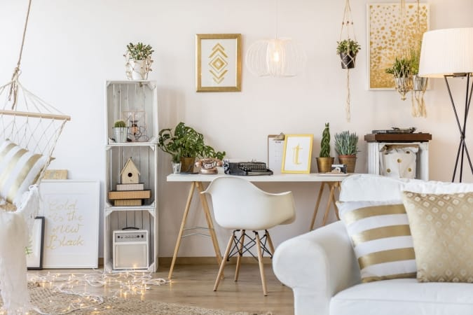 Apartment decorated in white and gold furniture
