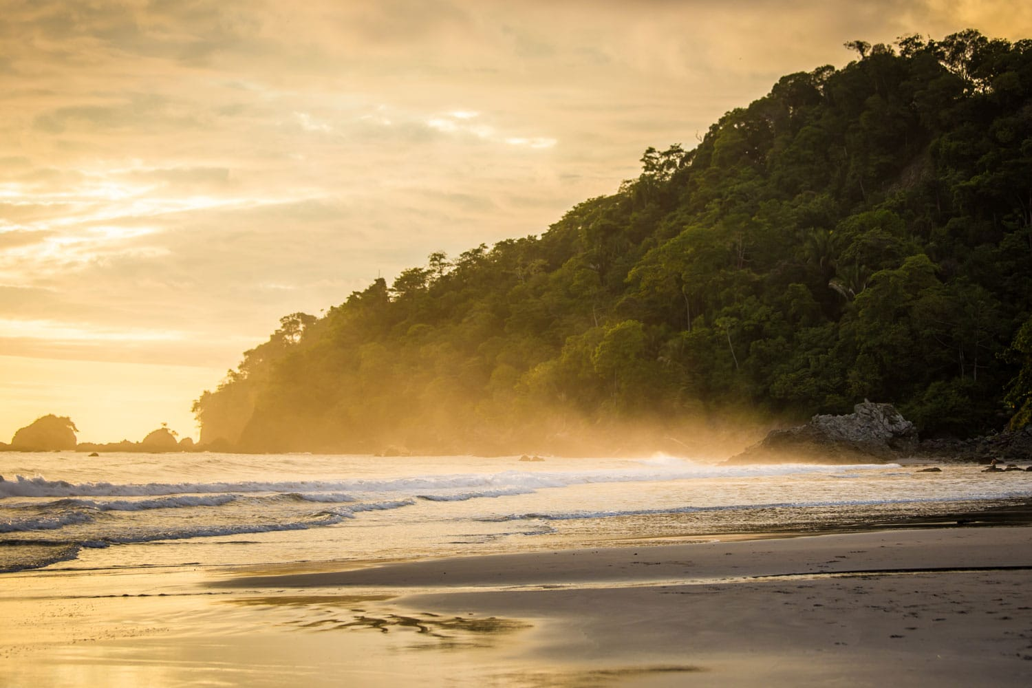 Sunset of the beach in Manuel Antonio, Costa Rica