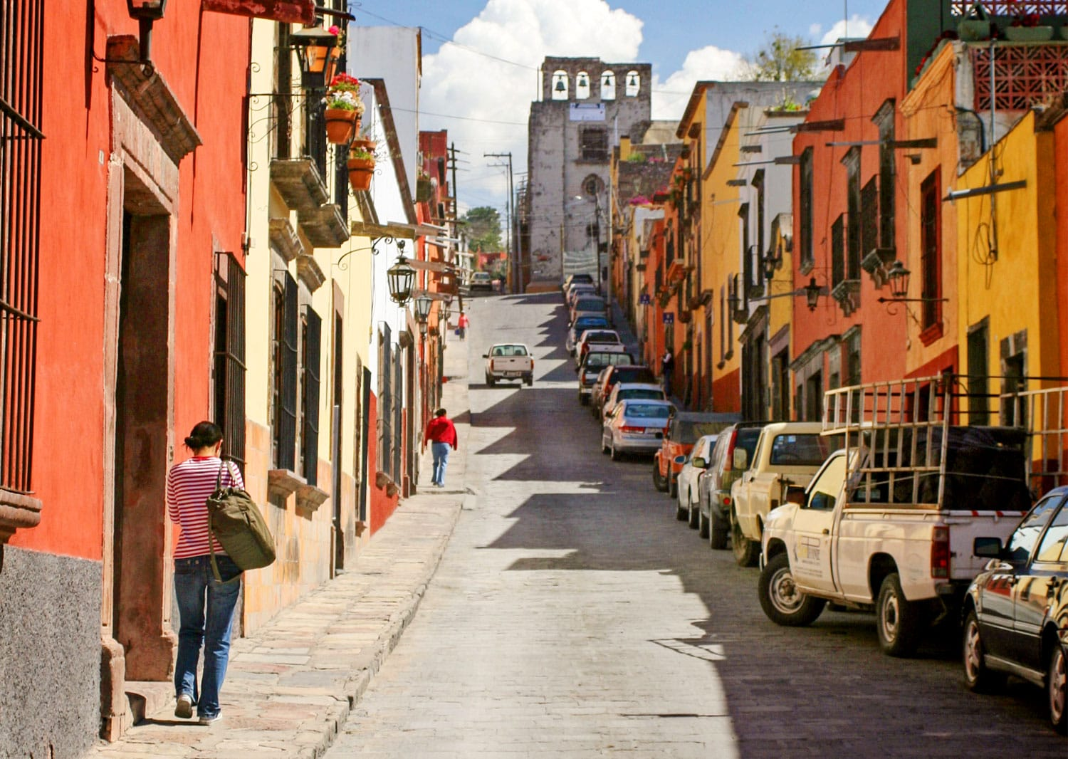 Street in San Miguel de Allendein San Miguel de Allende, Mexico. This town has well-preserved historic center with buildings from the 17th and 18th.