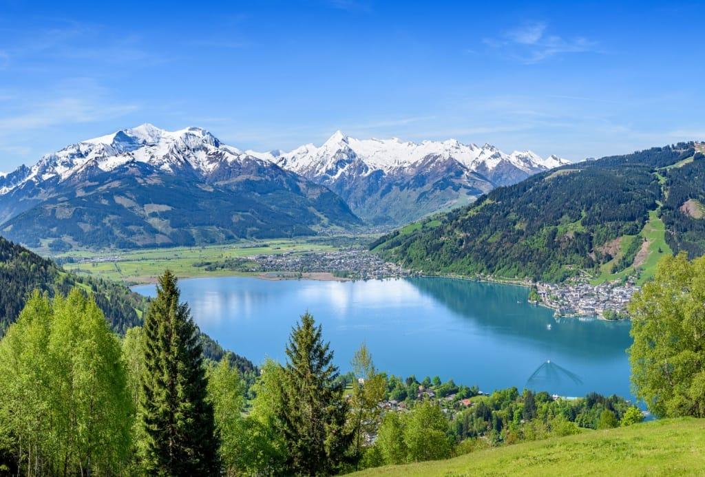 https://www.roadaffair.com/wp-content/uploads/2017/10/zell-am-see-salzburg-austria-shutterstock_596814116-1024x693.jpg