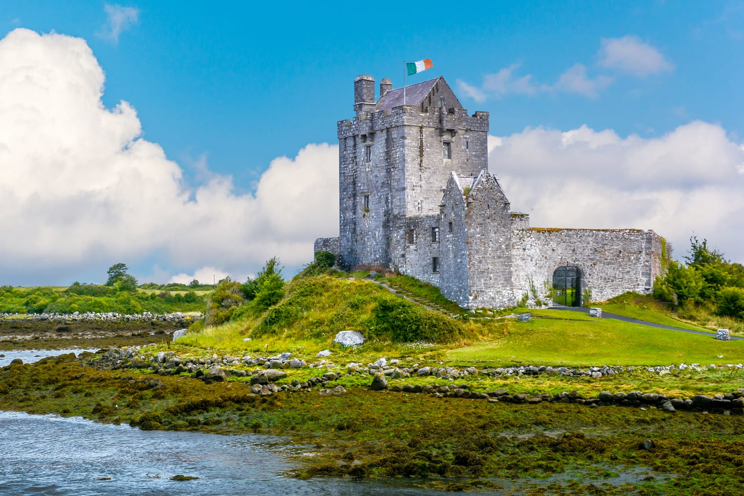 Dunguaire Castle, 16th-century tower house in County Galway near Kinvarra, Ireland