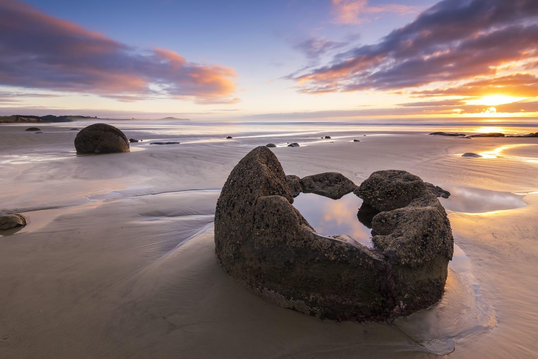 Moeraki Boulders on the Koekohe beach, Eastern coast of New Zealand.