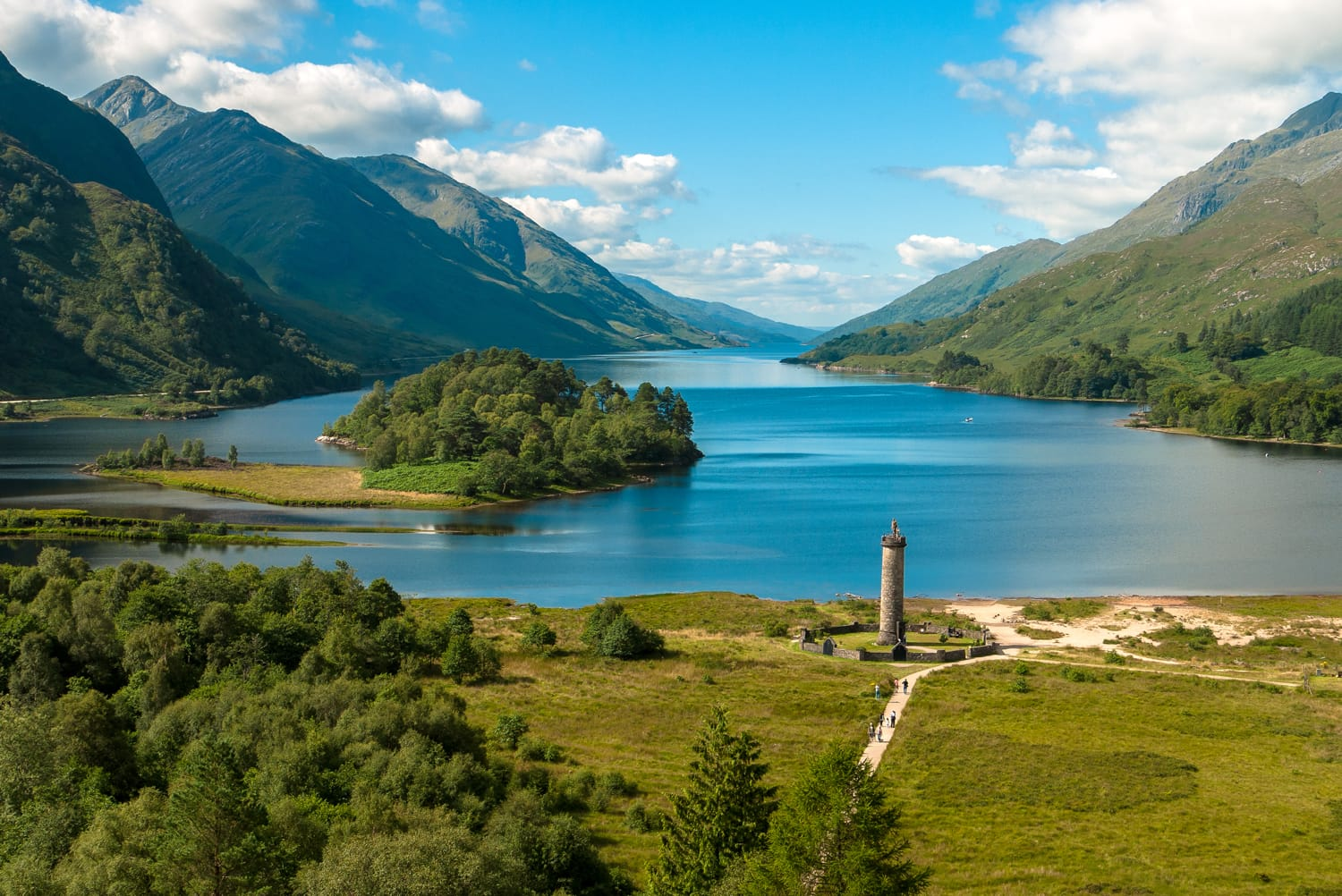 Glenfinnan monument in Loch Shiel