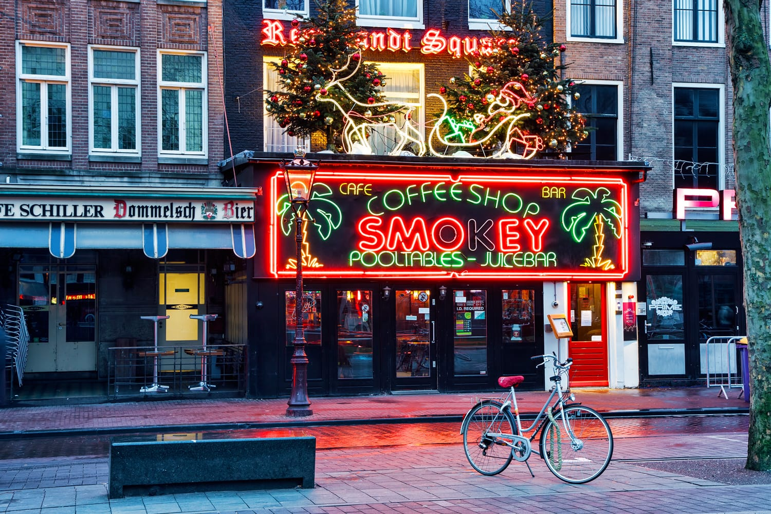 Coffeeshop Smokey is a cannabis coffee shop located on the biggest square in Amsterdam, Rembrandt Square.