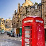 Street view of the historic Royal Mile, Edinburgh, Scotland