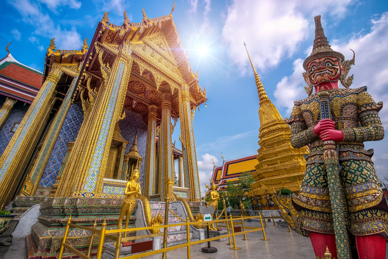 Wat Phra Kaew, Tempio del Buddha di smeraldo Wat Phra Kaew è uno dei siti turistici più famosi di Bangkok ed è stato costruito nel 1782 a Bangkok, in Thailandia