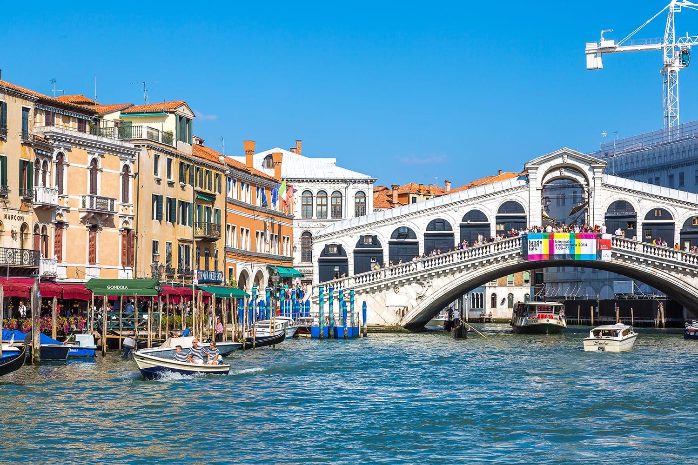 Ponte Rialto bridge in Venice, italy