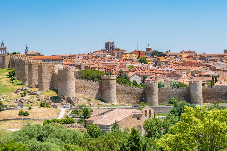 Старый город Авила в Испании Куда поехать из Мадрида?