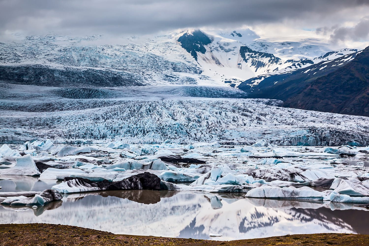 Vatnajokull, Iceland's largest glacier on the island. Glacier provides water Ice Lagoon Jokulsarlon.