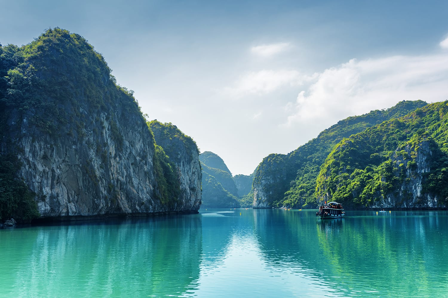 Beautiful view of lagoon in the Halong Bay (Descending Dragon Bay) at the Gulf of Tonkin of the South China Sea, Vietnam