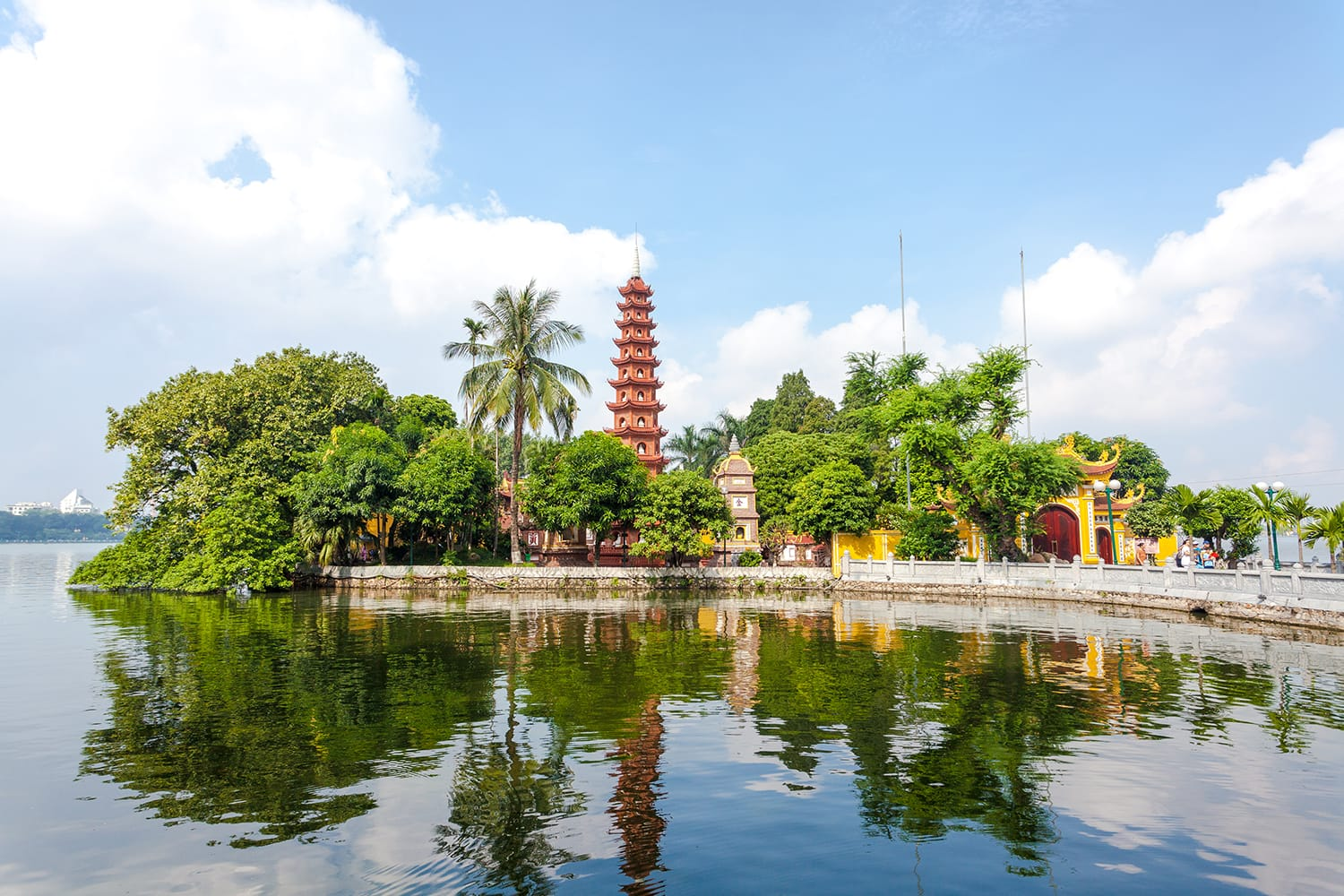 Tran Quoc Pagoda,the oldest Buddhist temple in Hanoi, is located on a small island near the southeastern shore of Hanoi's West Lake, Vietnam