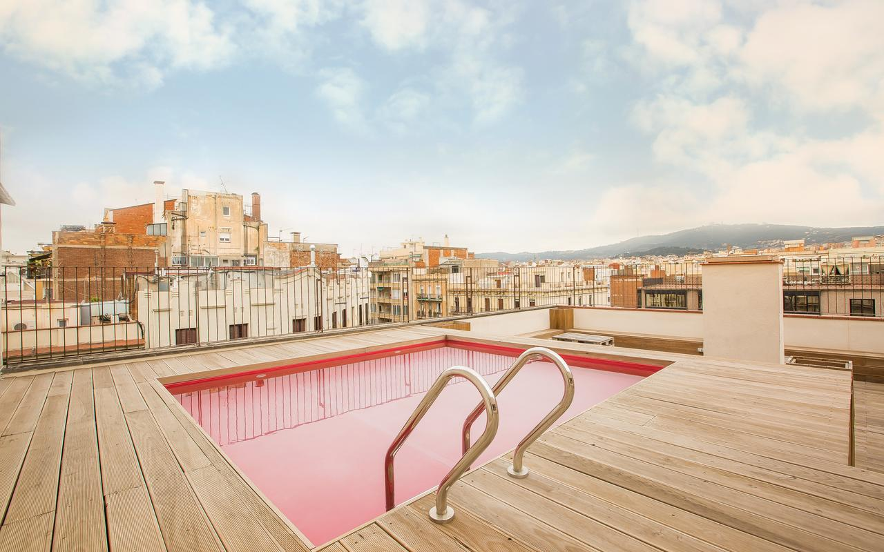 Roof top pool at Yeah Hostel in Barcelona