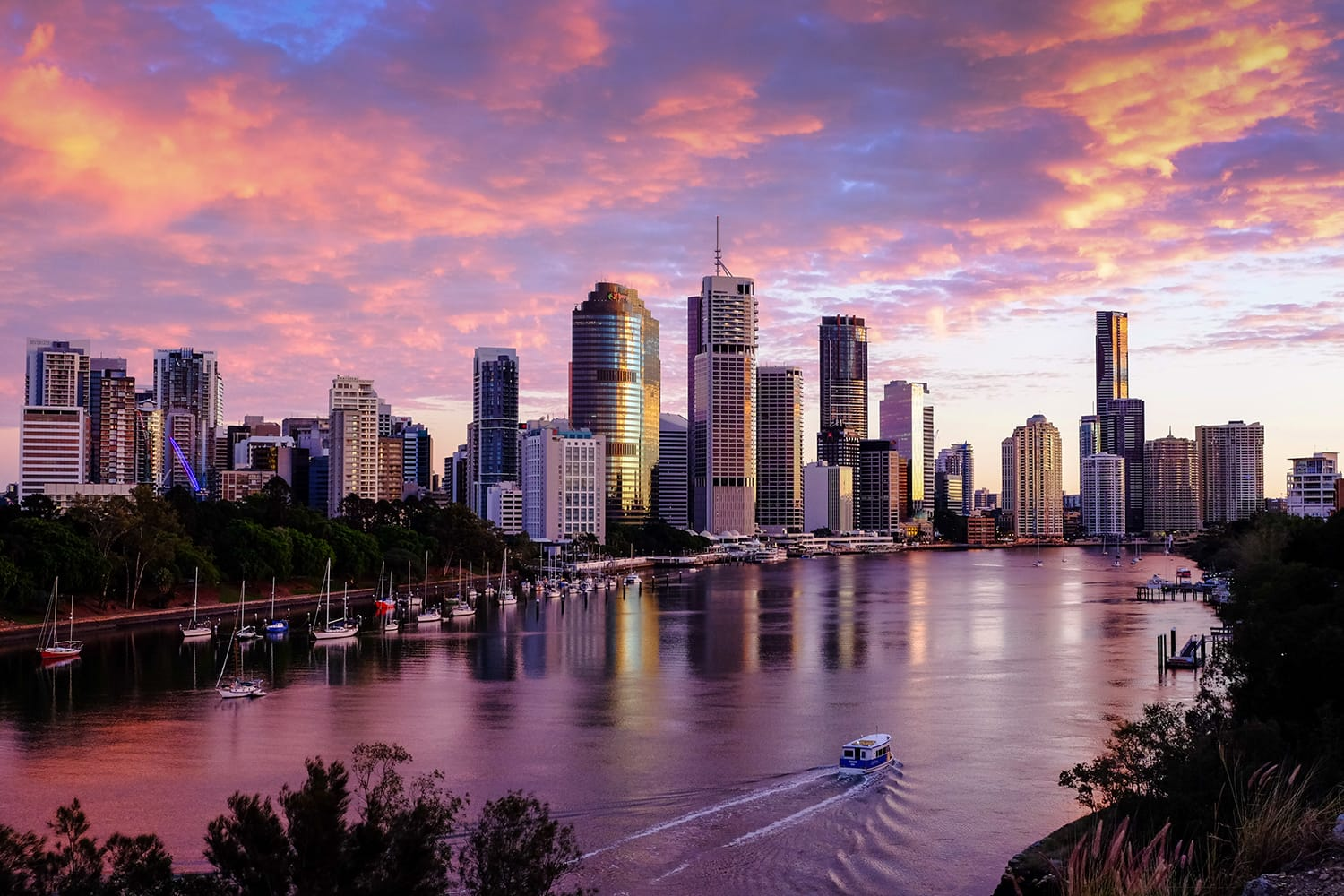 Sunset view of Brisbane City from Kangaroo Point cliffs