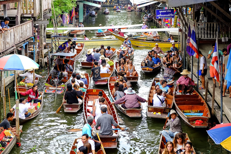 Damnoen Saduak floating market in Bangkok, Thailand