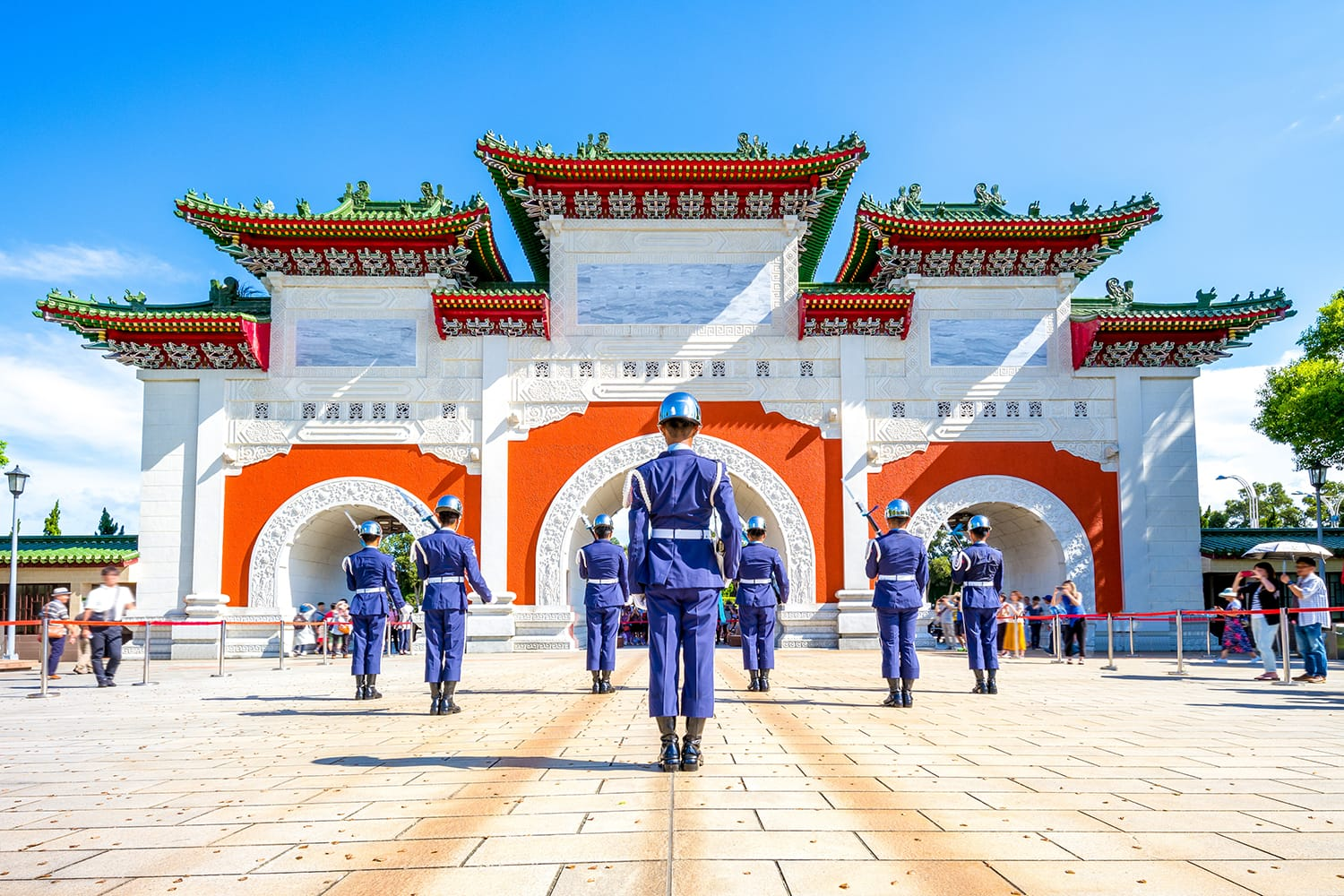 Changing of the guards at the national revolutionary martyrs' shrine, taipei, taiwan