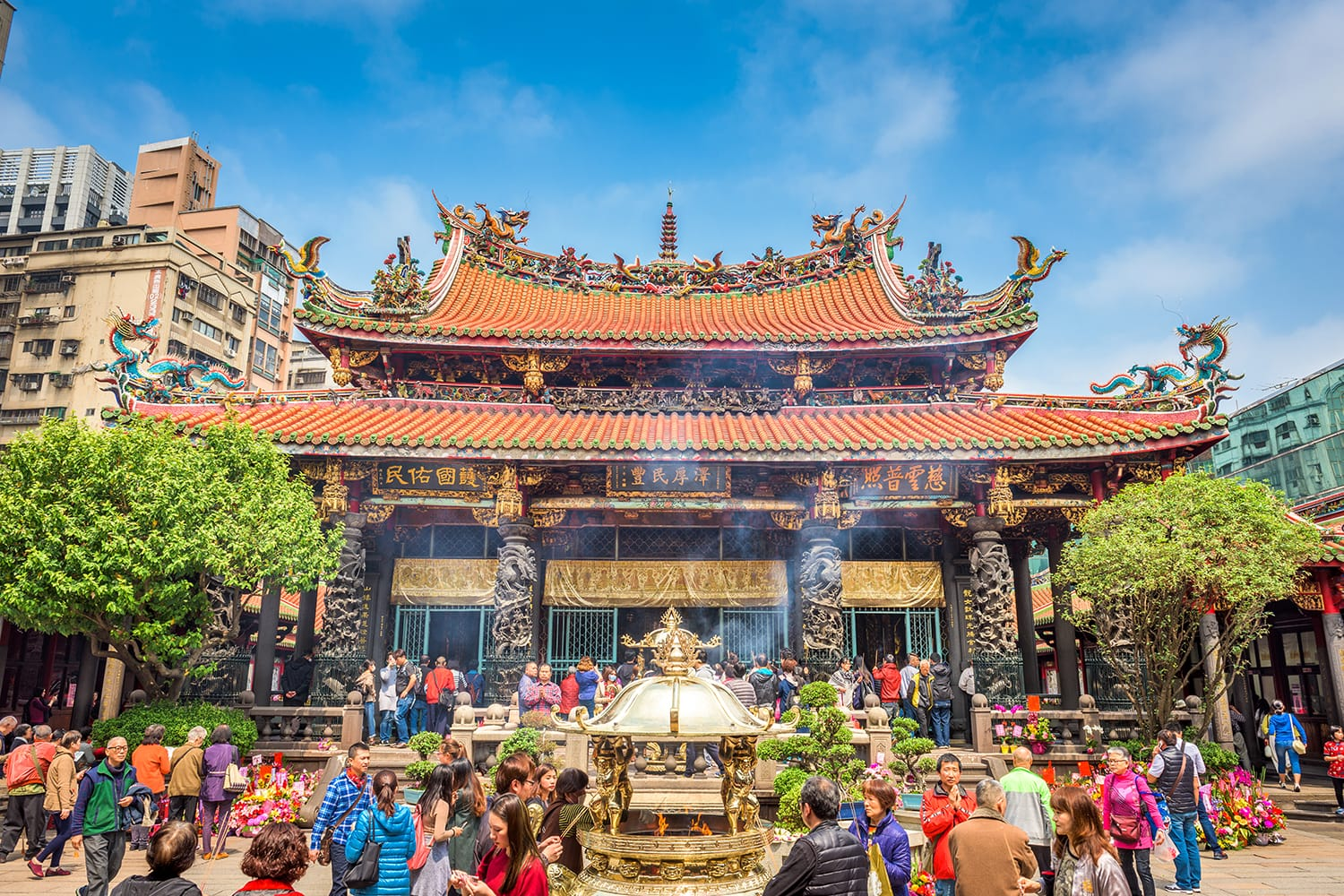 Crowds at Lungshan Temple of Manka in Taipei, Taiwan