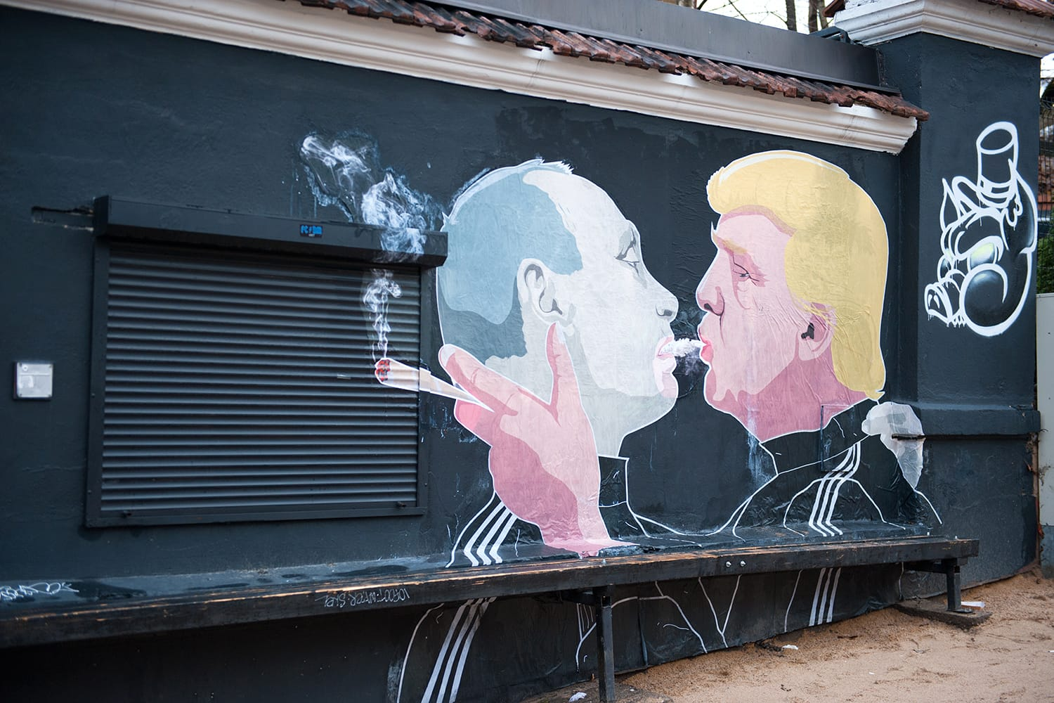 Russian President Vladimir Putin and U.S. president Donald Trump are kissing on the side of a barbecue restaurant in Vilnius, Lithuania