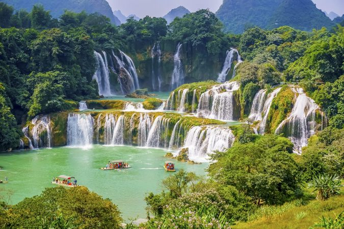 Guangxi Detian cross-border waterfall of Vietnam and China
