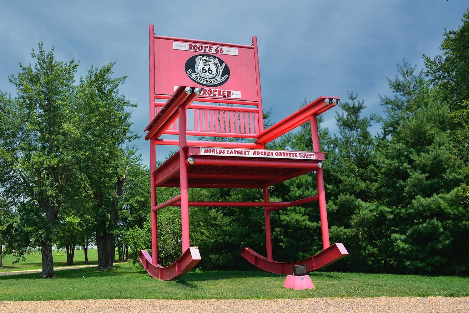 The giant Rocking Chair of the Fanning outpost general store on Route 66