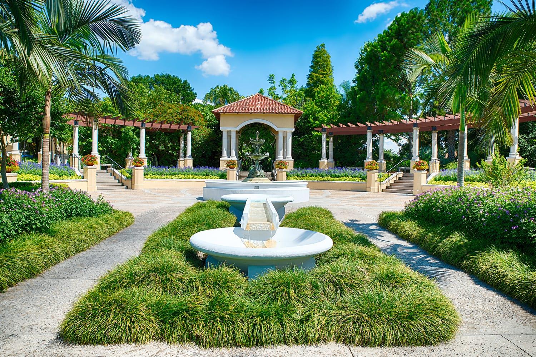 Fountain at Hollis Park in Lakeland, Florida, USA