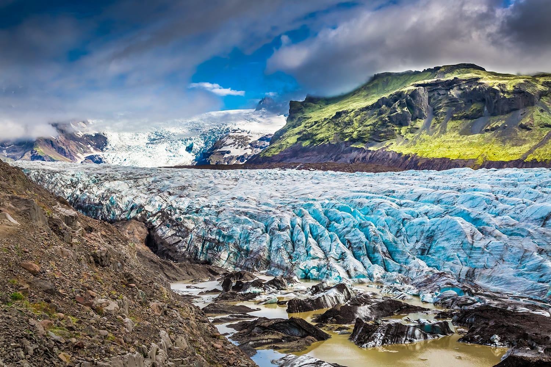Stunning Vatnajokull glacier and mountains in Iceland
