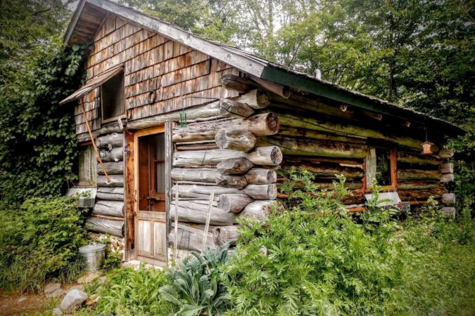 Airbnb cabin rental in Maine, USA
