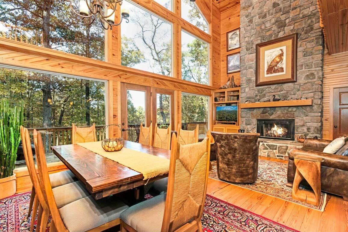 Mountain Cabin Airbnb in Hot Springs, Arkansas, USA