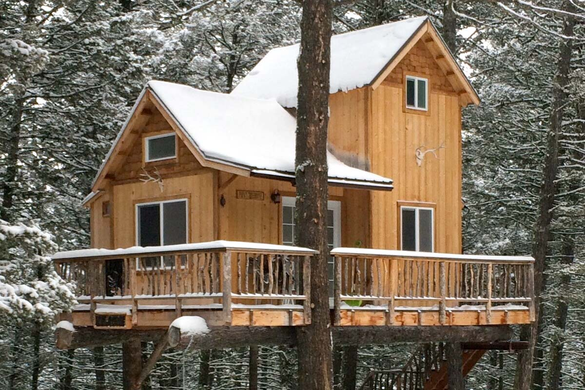 Treehouse Airbnb in Montana, USA
